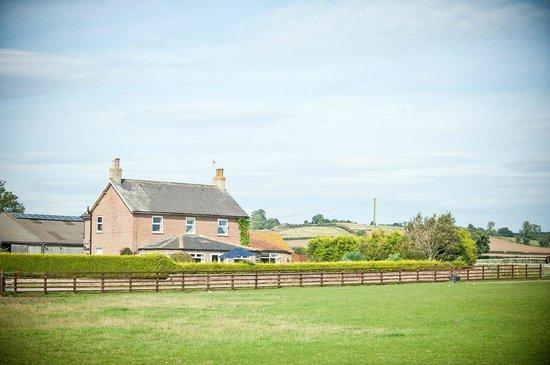 Thornton Lodge Farm B&B: Farmhouse with the views