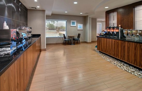SpringHill Suites Scottsdale North: Free Hot breakfast including 2 waffle options, 6 types of cereal, as well as sausage and eggs