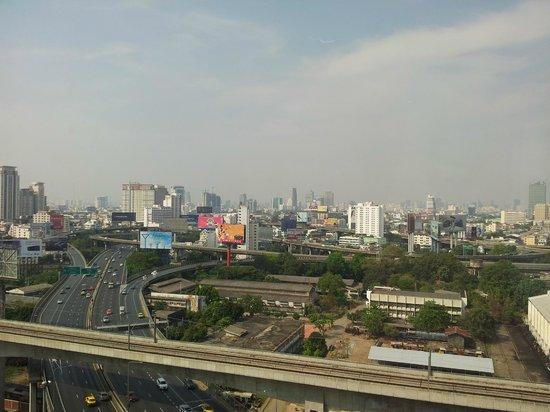 Eastin Hotel Makkasan:                   uitzicht vanaf de 19e etage
