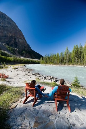 Cathedral Mountain Lodge: Kicking Horse River