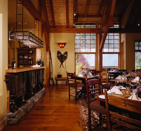 Cathedral Mountain Lodge: Riverside Dining Room
