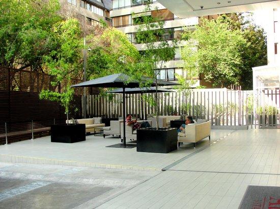 Atton Vitacura: Terraza fuera Lobby