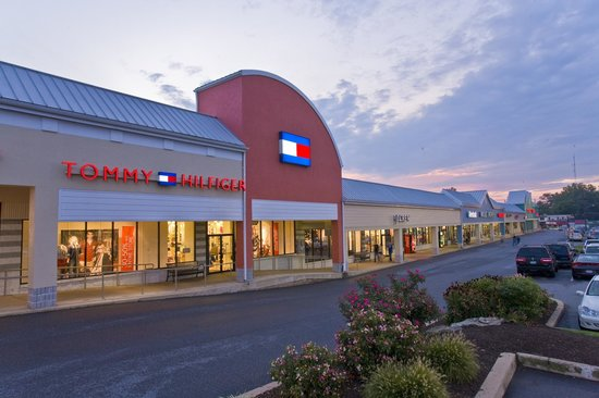 The Shops @ Rockvale is Lancaster, Pennsylvania's favorite outlet mall, with more than 70 brands featuring high-end and premium brands you love – at up to 75% off traditional retail prices every day!