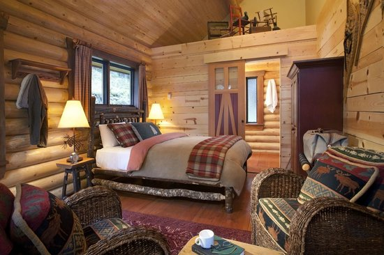 Cathedral Mountain Lodge : Deluxe Queen Cabin