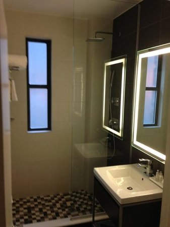 Ameritania Hotel:                   bathroom