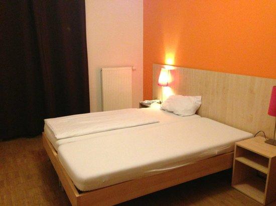 MEININGER Hotel Berlin Alexanderplatz:                   Room
