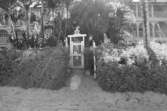 Port St. Charles:                   Beach front villa
