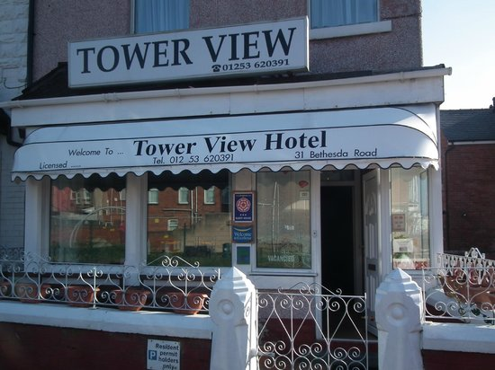 Tower View Hotel: Hotel is 20 mtrs from the Brunswick Club