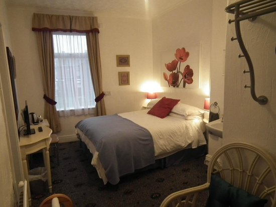 Tower View Hotel: 1 dbl + 1 bunk sleeps 3