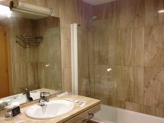 Hotel Palacio de Aiete:                   bathroom