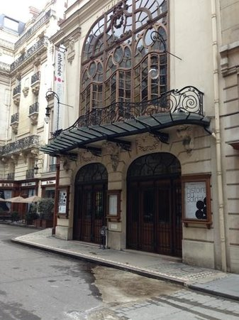 Theatre de L'Athenee Louis Jouvet:                                     taken last weekend
