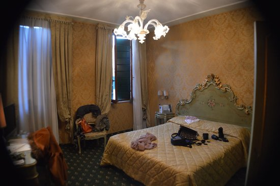 Hotel Carlton on the Grand Canal:                   Room
