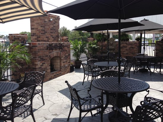 Baker's Restaurant: Outdoor Dining