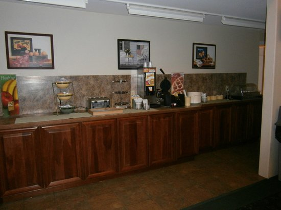 Quality Inn at Quechee Gorge:                   Breakfast area