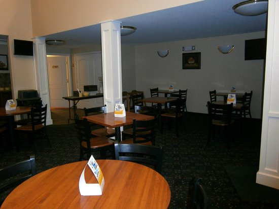 Quality Inn at Quechee Gorge:                   Eating area at buffet breakfast