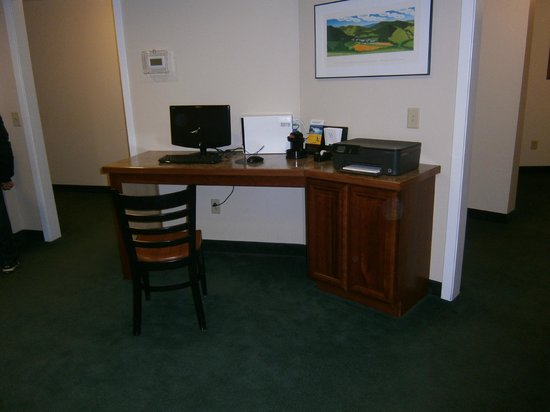 Quality Inn at Quechee Gorge:                   Common computer area in main lobby