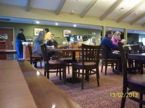 Hawthorn Suites by Wyndham Sacramento:                   Breakfast area