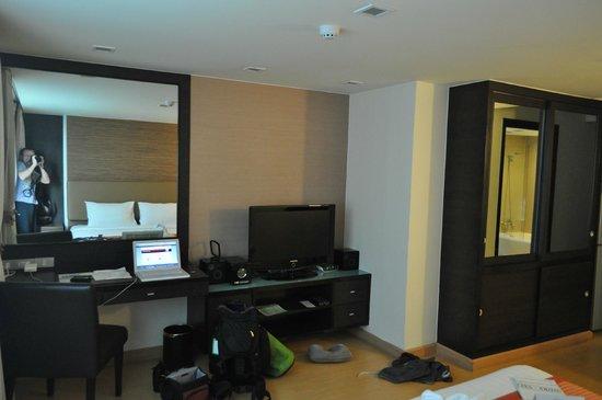 Aspen Suites Sukhumvit 2 by Compass Hospitality: Plasme tv