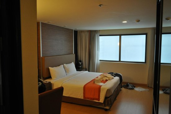 Aspen Suites Sukhumvit 2 by Compass Hospitality: errr, the bed?