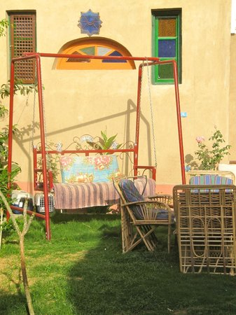 Villa Nile House:                   Garden swing