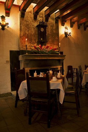 هوتل بوزادا دي دون رودريجو أنتيجوا: Inside Restaurant