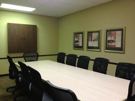 Best Western Plus Cottontree Inn: The Executive Boardroom comfortably seats up to 12.