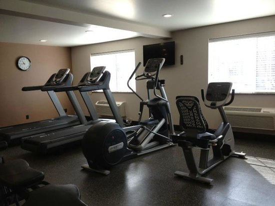 BEST WESTERN PLUS CottonTree Inn: Our fitness center includes 4 cardio machines and 1 weight station