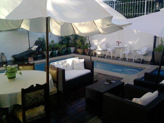 Hotel Vendimia:                   Piscina desde el comedor