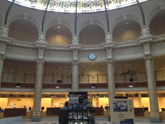 Central Post Office (Edificio de Correos y Telegrafos) :                   l'interno
