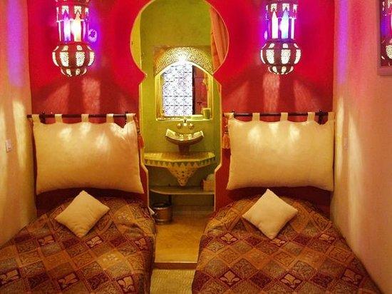 Auberge Hotel Porte De Sahara Ouzina :                   O hotel proporciona conforto com muita hospitalidade além de primarem pela hig
