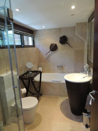 Atlanticview Cape Town Boutique Hotel:                                     Bathroom in room 1