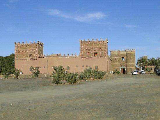Hotel Ksar Merzouga:                   Vista de la Entrada.