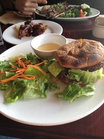 One World Vegetarian Cuisine: veggie burger :))) yum