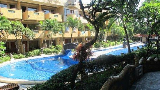 Melasti Legian Beach Resort & Spa:                                                       Pool