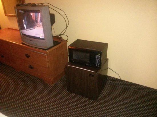 Americas Best Value Inn & Suites Senatobia: Microwave & Fridge