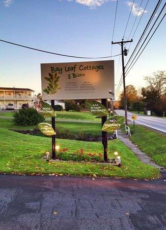 Bay Leaf Cottages & Bistro: welcome sign