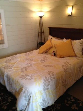 Bay Leaf Cottages & Bistro: Master bedroom