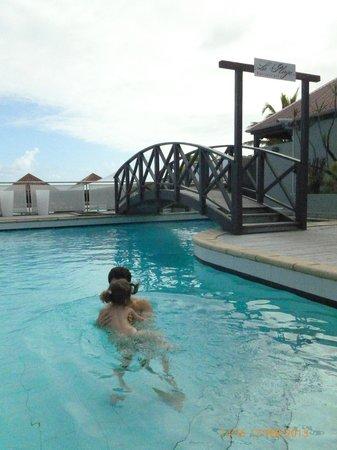 Tom Beach Hotel:                   swimming pool