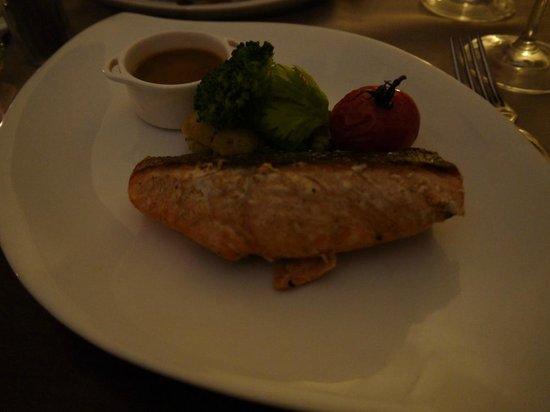 L'Assiette de Foie Gras :                   Salmón con salsa especial