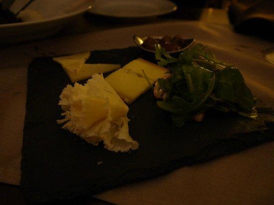 L'Assiette de Foie Gras :                   Postre: Selección de quesos de la región con mermelada y miel