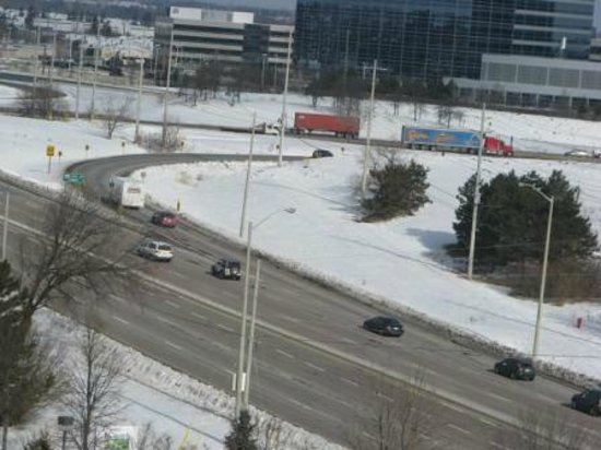 Hilton Mississauga/Meadowvale :                   view from balcony of local area  - the snow is nice