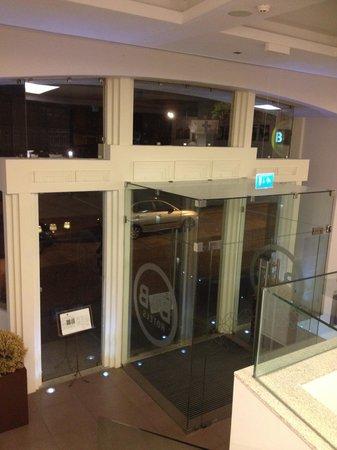 Moov Hotel Porto Centro: l entrée de l hotel