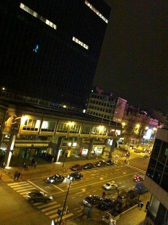Adagio Brussels Grand Place:                   Vu de la chambre