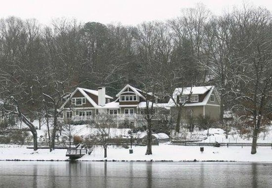 Arbor House of Black Mountain: Winter fun at Arbor House on Lake Tomahawk