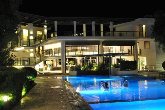 Discovery Shores Boracay:                   Pool at night...
