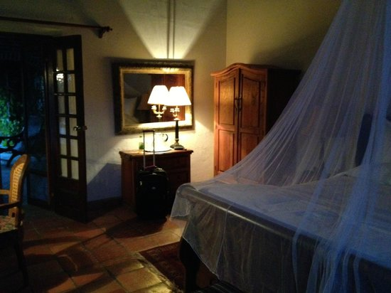 Todos Santos Inn:                   Great room!