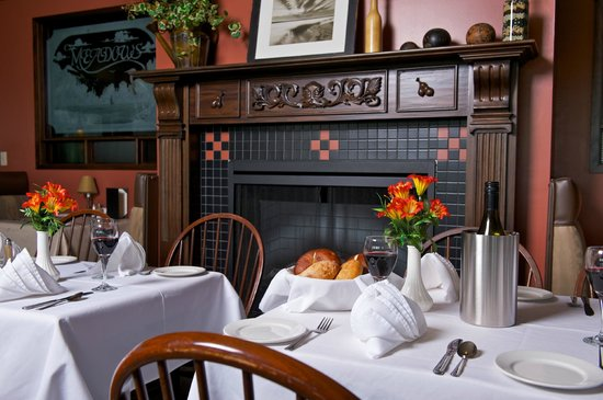 Delta Town & Country Inn: Meadows Restaurant: Open Breakfast, Lunch and Dinner