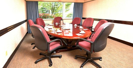 Delta Town & Country Inn: Tilbury Boardroom: meetings for up to 8 people