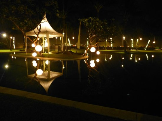 The Samaya Bali Seminyak:                   Pool area at night