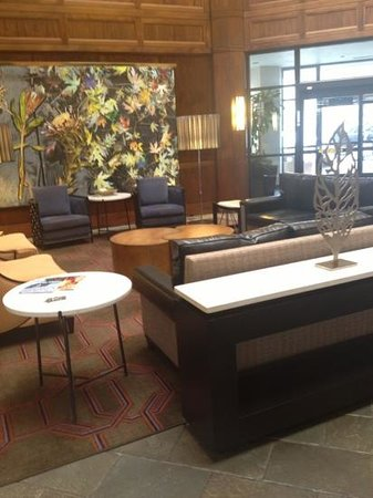 DoubleTree Suites by Hilton Hotel Charlotte - SouthPark :                   front lobby